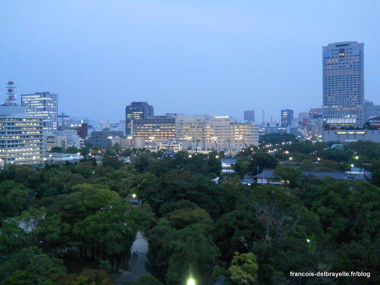 Vue sur la ville depuis le haut du château d'Hiroshima