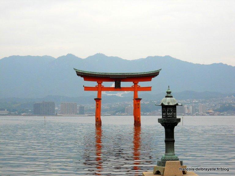 Le grand torii du sanctuaire d'Itsukushima