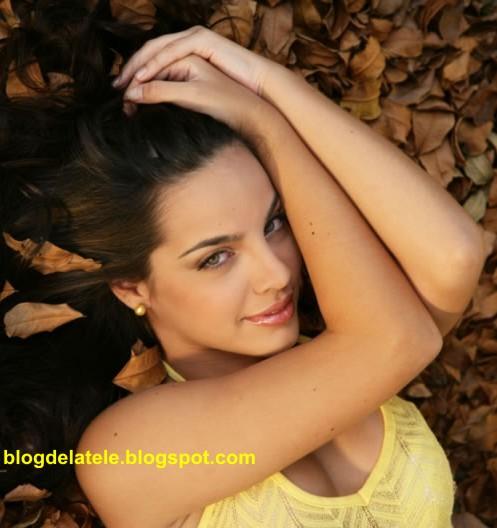 Adrienne desde las colinas desnuda