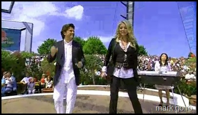 Sandra_feat_Thomas_Anders_-_The_Night_Is_Still_Young__ZDF_Fernsehgarten_10.05.20090010