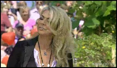 Sandra_feat_Thomas_Anders_-_The_Night_Is_Still_Young__ZDF_Fernsehgarten_10.05.20090021
