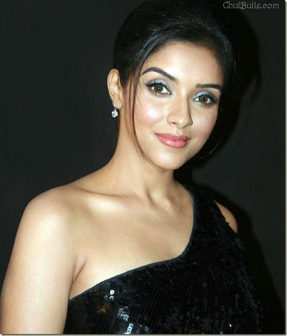 Stunning Actress Asin HQ Wallpapers
