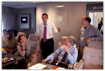 http://lh5.ggpht.com/_Q1p8L0MNtr4/SxfC1QsAcHI/AAAAAAAAAi0/aOpCgFW2-Y8/s800/obama-dipesawat-air-force-one9.jpg