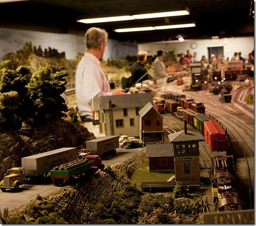682px-Model_Railroad_Club_of_Toronto-veggiefrog
