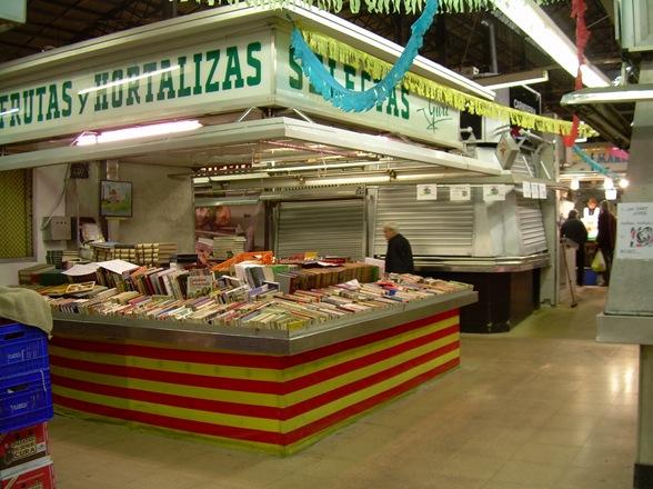 librería en el Mercado de l'Abaceria Central, Barcelona