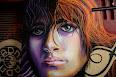 Foto de una pintura en la pared, de una mujer