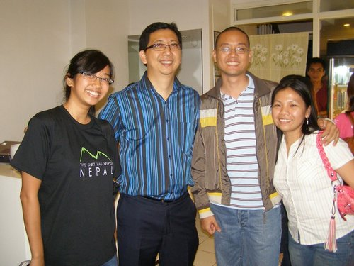 Sarah, Benjie Pedro, me, Steph. Photo by Azrael Coladilla.
