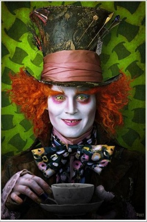 alice-in-wonderland-2010-tim-burton-01-333x500