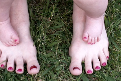 Elaine 23 Weeks Painted toes