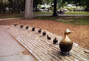 Make_way_for_ducklings_statue.jpg