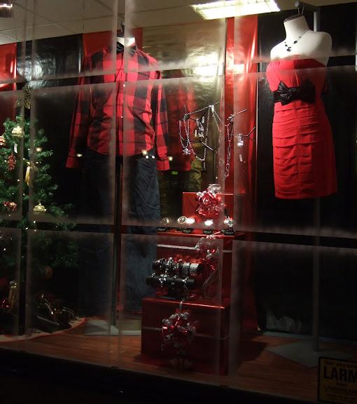 Rött är accentfärgen och passar ju bra i juletider.....