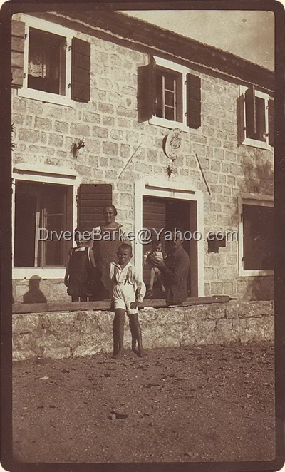 Frano postar sa zenom i djecom 1927