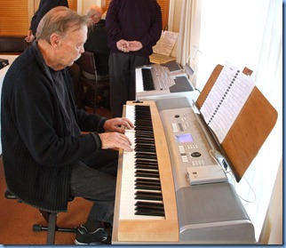 Colin Crann playing his Yamaha DGX620 digital ensemble piano