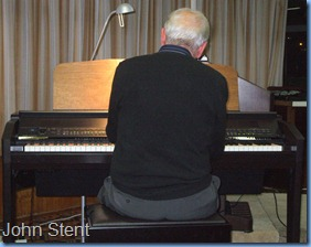 Veteran member, John Stent, gave us a demonstration of his mastery of advanced chording with his impromptu performance