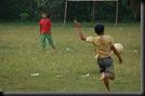 Anak kecil Main Sepakbola (4)
