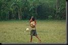Anak kecil Main Sepakbola (6)