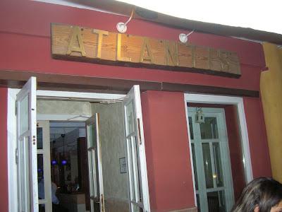 Una vista de la entrada del Pub Atlantis en Salobreña (Granada). Foto: Esta-delicioso, donde te recomendamos cosas buenas* www.esta-delicioso.blogspot.com