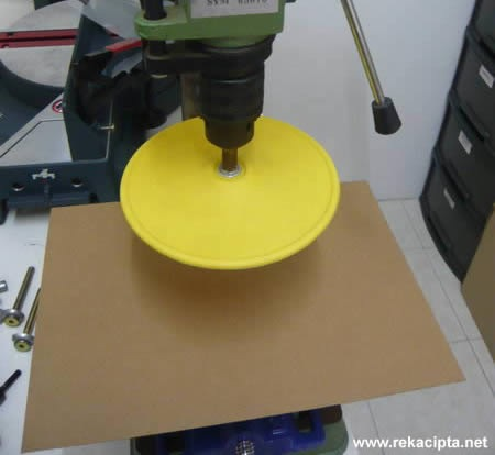 Rekacipta.net - Sanding plate dipasang pada drill press