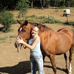 Julie (jeune cavalière galop 7) et sa jument Colline. Mère de Ulkine des guérets, la deuxième jument de Julie. Colline est aujourd'hui en pré retraite.