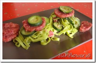Cotechino con tagliatelle verdi e zucchine