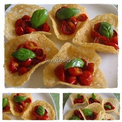 Cestini di parmigiano con pachino al forno