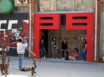 Scene: Kaoshiung (people posing)