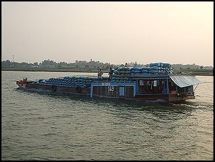 la casa a bordo y a navegar por los canales