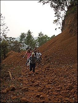 Cruzando la frontera de Tai trang-Sop Hun