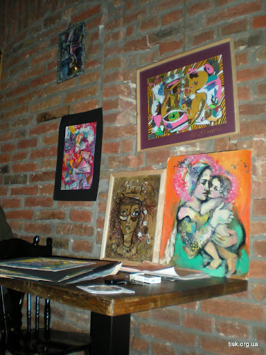 Картины Анастасии Медяник на стенах Коза бара