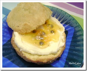 Passionfruit scone with Buttercream