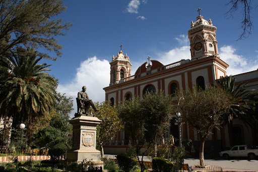 Tupiza's central plaza