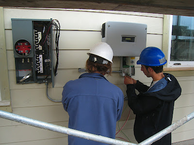 Connecting the solar power inverter to the net-meter
