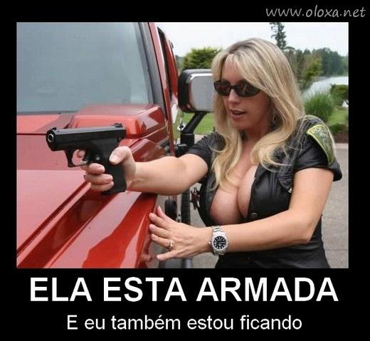 mulher armada desmotivacional