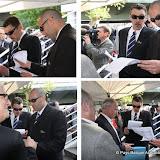 Service de sécurité :  lunettes noires et contrôles d'identités