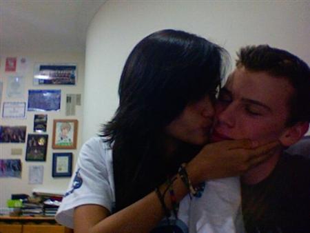 foto mesra cinta laura cium bule - celebirty photo gossip