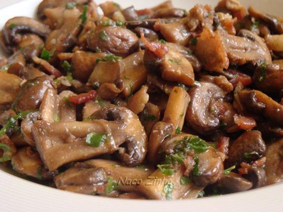 Cogumelos Portobello com bacon
