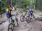 Fajne w Górach Stołowych jest to, że szlaki są przejezdne dla rowerów. Zero piachu, mało korzeni. / Foto by Rabra