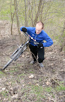 Sprytny kolarz Andrzej wybral alternatywne podejscie.