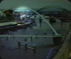 Um objeto voador não identificado (Ovni) foi visto na webcam do programa Breakfast News do canal regional Look North da BBC na terça-feira. (Foto: BBC Brasil)