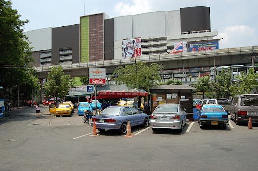 エカマイ駅のターミナル、、、と、言うか降車場所