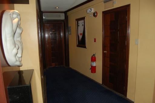 ドールハウスホテル - 廊下の様子