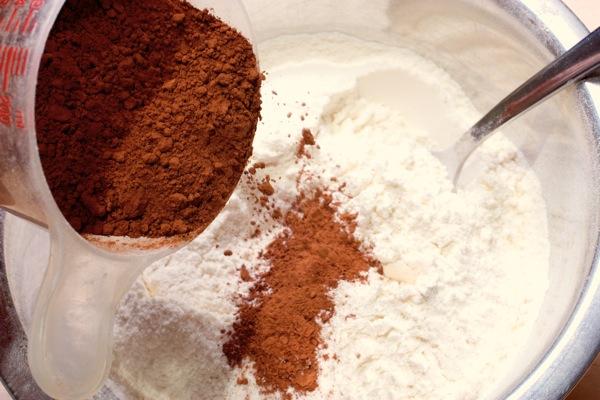 Добавляем какао-порошок