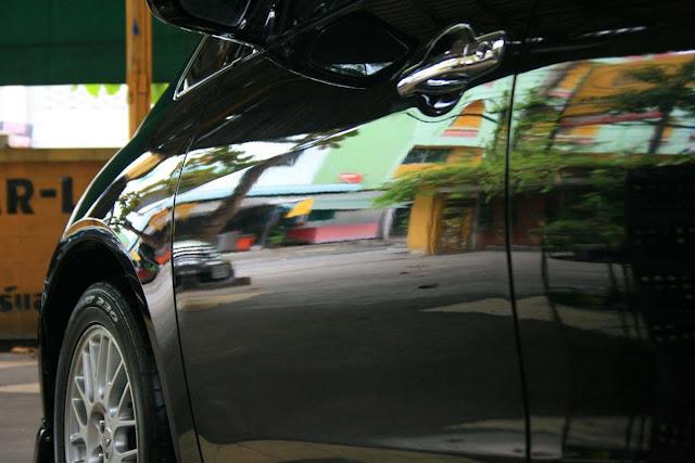 รถที่ผ่านการเคลือบสีด้วย คาร์แลค68 นาโนเทค อย่างเดียว