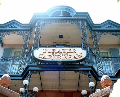 450px-Pirates_of_the_Caribbean_Entrance