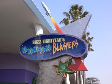800px-Buzz_Lightyear's_Astro_Blasters_TDL