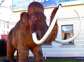 Boneco representa mamute em cidade da Alemanha. (Foto: JCD/Creative Commons)