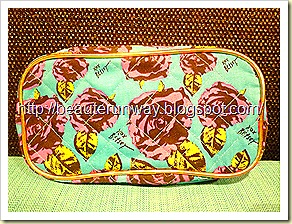 Betsy Johnson Pouch flora