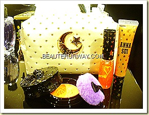 Anna Sui Christmas Collection 2010 Pouch with eye gloss, lip gloss and blusher