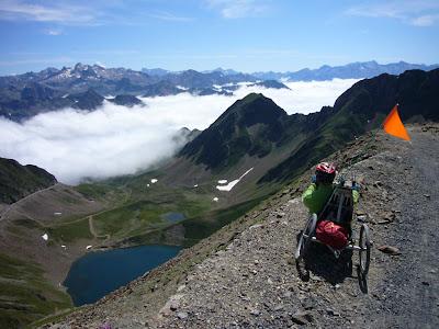 Handbike sur piste caillouteuse au Pic du Midi de Bigorre
