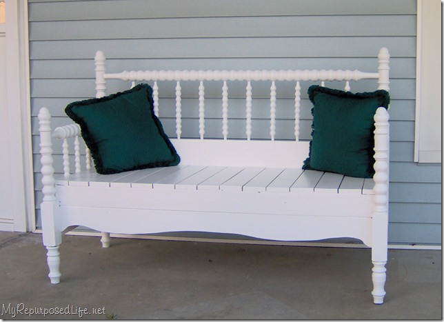 white spool bed bench